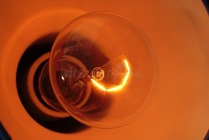 Weißglühende Glühlampe. lizenzfreie stockfotos