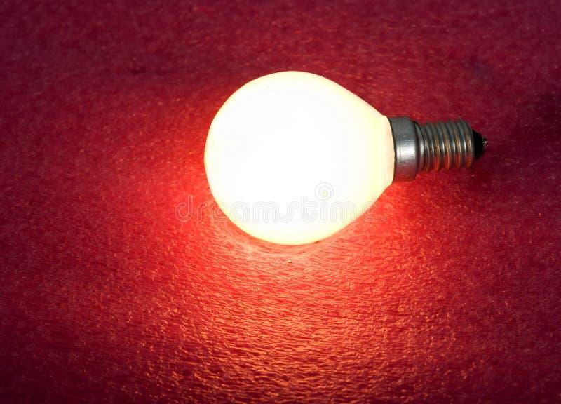 Weißglühende Glühlampe stockfotografie