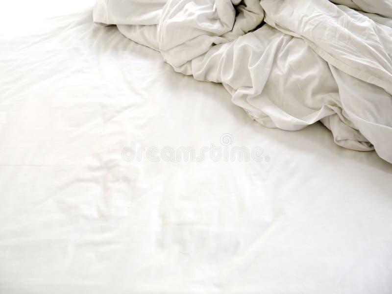 Weißer Blatt- und Deckennachgebrauch, geknittert und durcheinandergebracht stockbilder