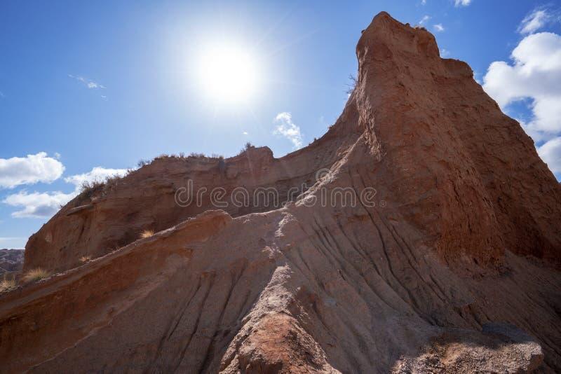 Wei?e Wolken und buntes Wensu Grand Canyon des blauen Himmels im Herbst lizenzfreies stockbild