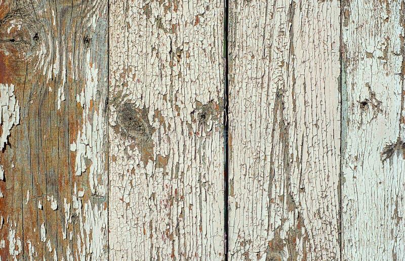 Wei?er gemalter Plankenzaun mit gebrochenem und Kratzer Horizontale Schmutzbeschaffenheit der Nahaufnahme stockbilder