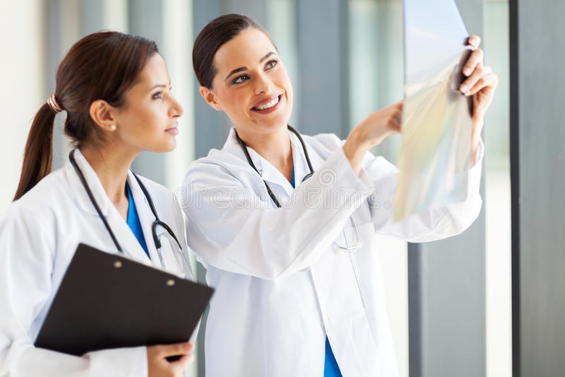 Weibliche Ärzte lizenzfreies stockbild