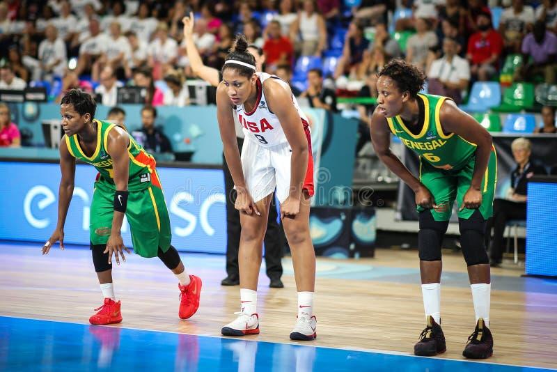 Weibliche Basketball-Spieler während des Basketballspiels USA gegen SENEGAL lizenzfreies stockbild