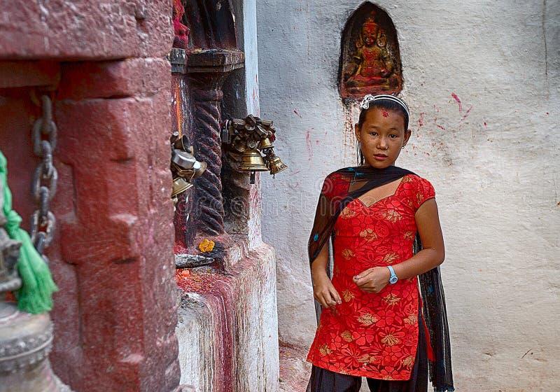 Weibliche eifrige Anhänger bei Bodhnath Stupa in Nepal stockfotos