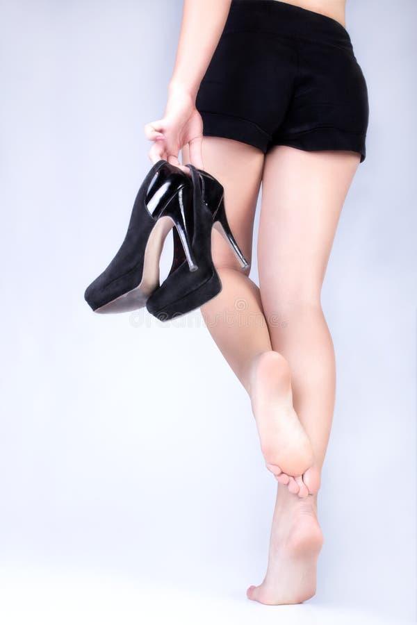 Weibliche Füße ohne Schuhe lizenzfreie stockfotos