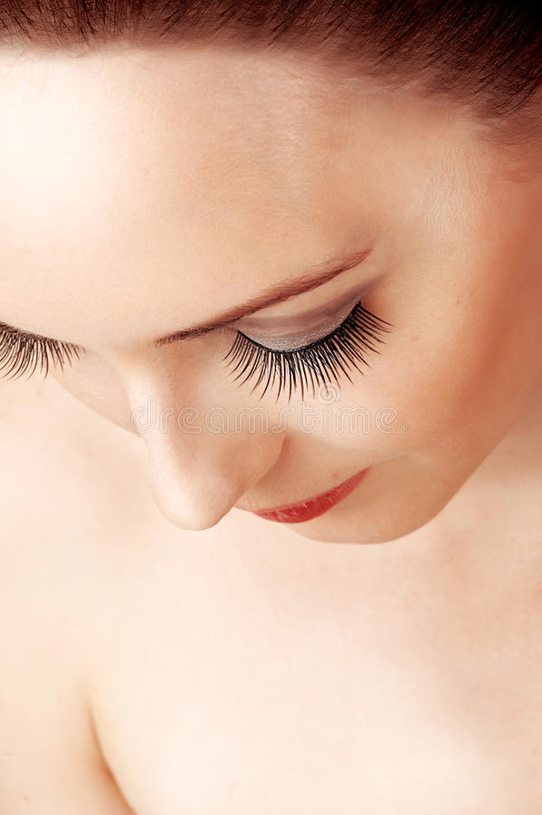 Weibliche falsche besonders lange Augenpeitschen lizenzfreie stockfotografie