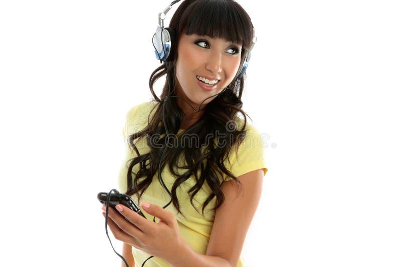 Weibliche Freizeit, die Musik genießt stockfotos