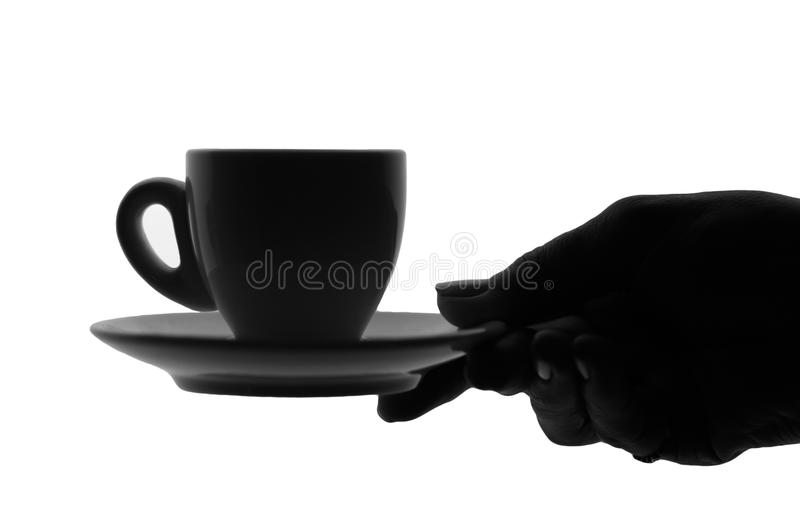 Weibliche Hand, die ein Cup des heißen Getränks anhält lizenzfreie stockbilder