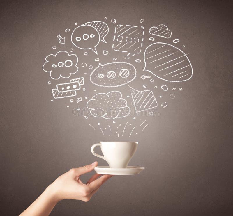 Weibliche Hand, die Kaffeetasse hält lizenzfreies stockfoto