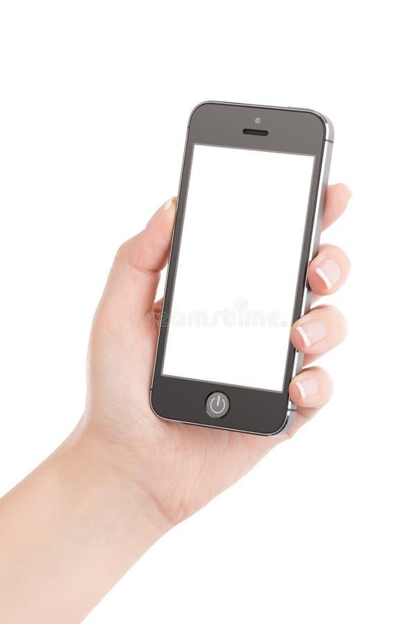 Weibliche Hand, die modernes schwarzes intelligentes Mobiltelefon mit leerem s hält stockfotos