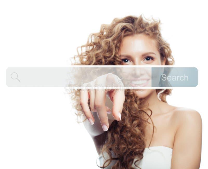 Weibliche Hand, die zeigt, um Adresszeile im virtuellen web browser zu leeren Seo, Internet-Marketing oder Fernstudiumkonzept lizenzfreie stockfotos