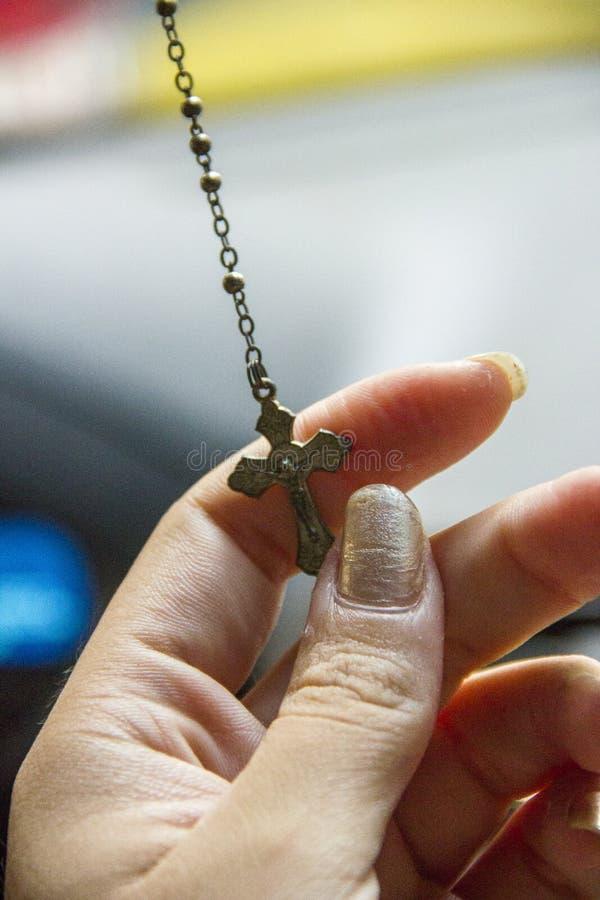 Weibliche Hand mit einem Drittel von Christus stockfoto