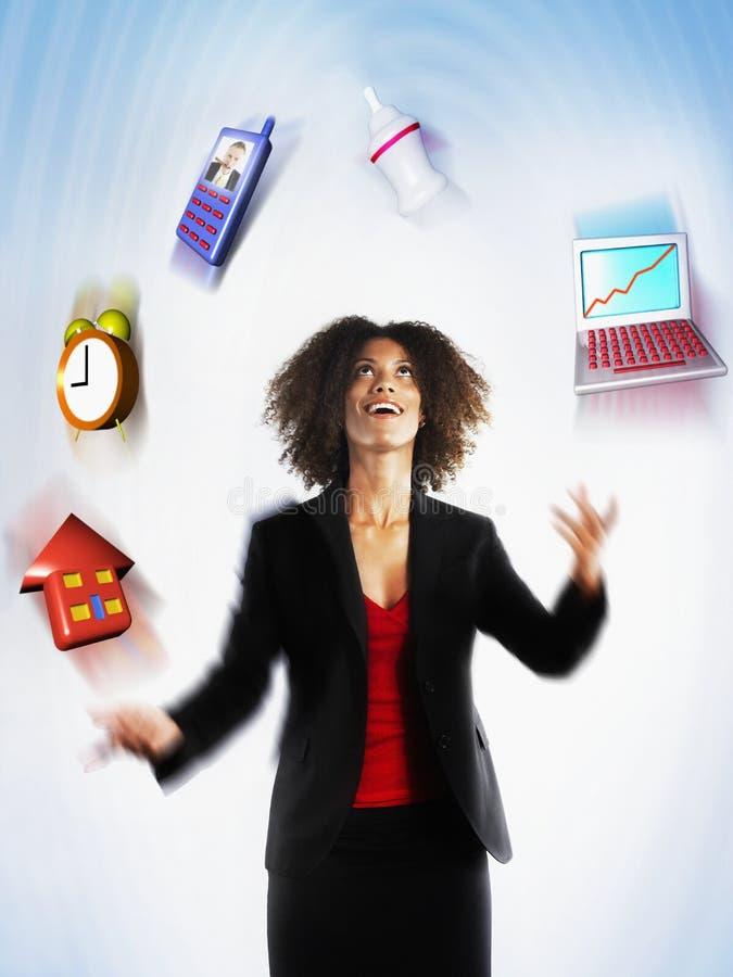 Weibliche jonglierende Exekutivverantwortung lizenzfreie stockfotos