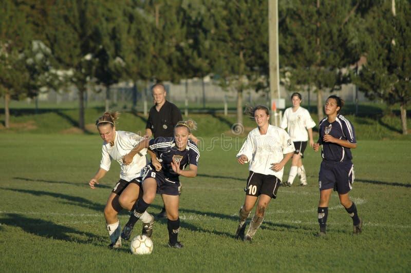 Weibliche Juniorhochschulfußball-Tätigkeit stockbild