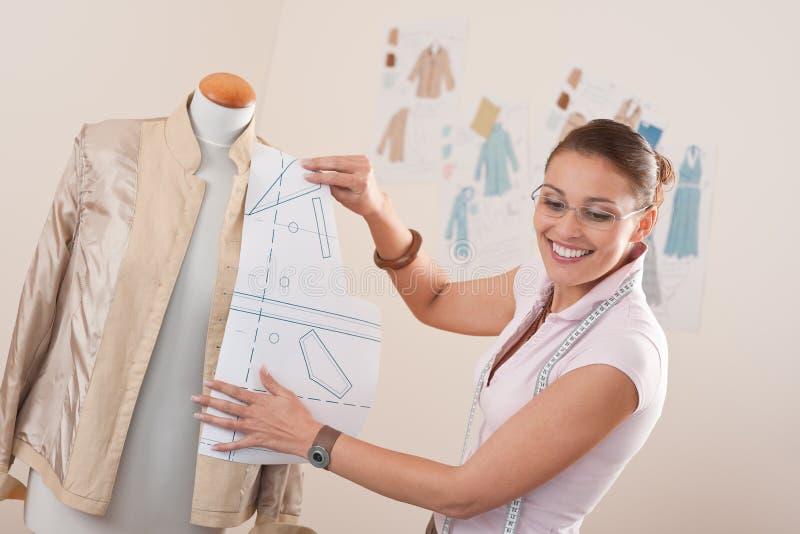Download Weibliche Modedesignerfunktion Stockbild - Bild von tuch, kreativ: 12203621