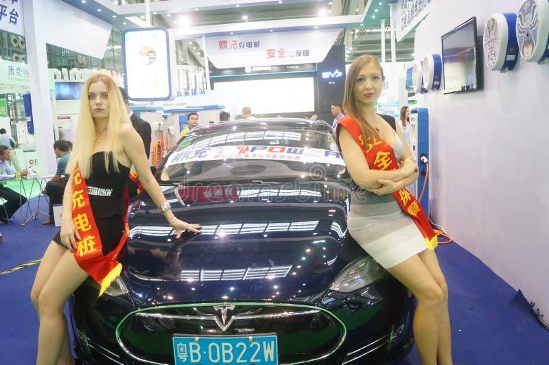 Weibliche Modelle in der Ausstellung stockfoto