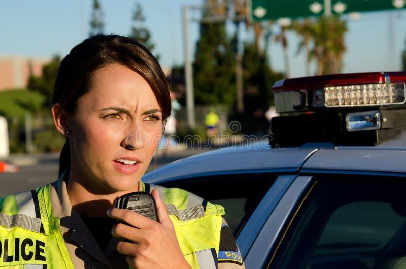Weibliche Polizeibeamte stockfoto