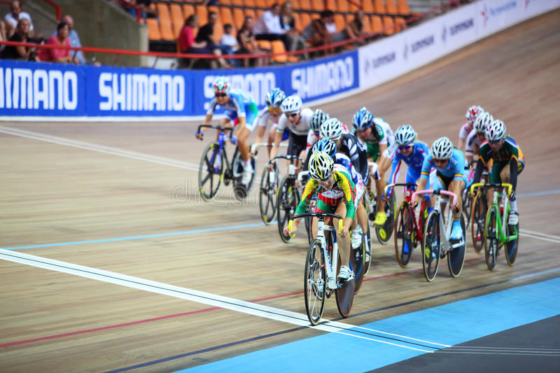 Weibliche Radfahrer konkurrieren stockbilder