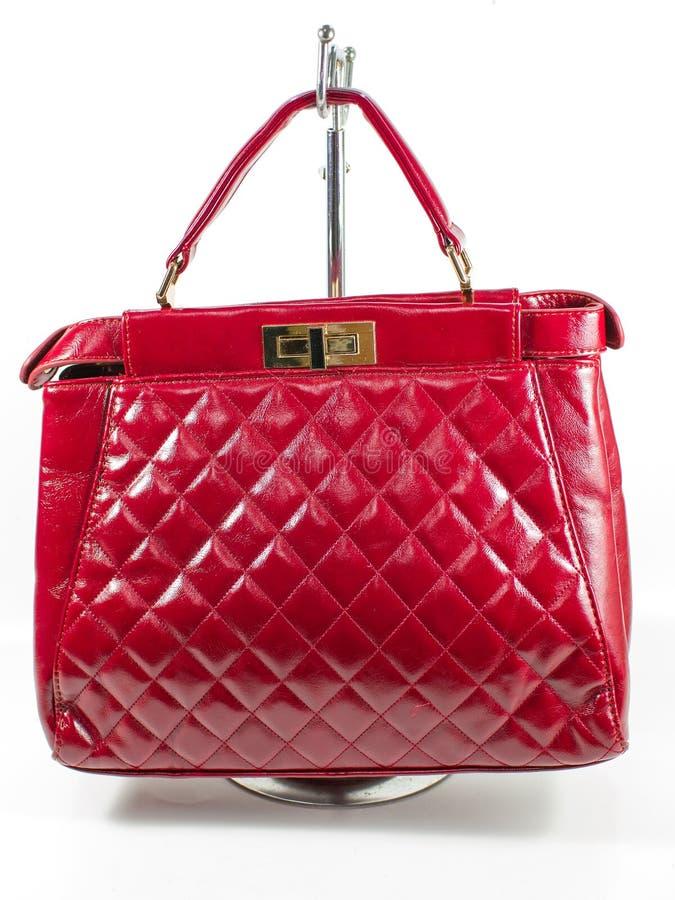 Weibliche rote lederne Handtasche stockfoto