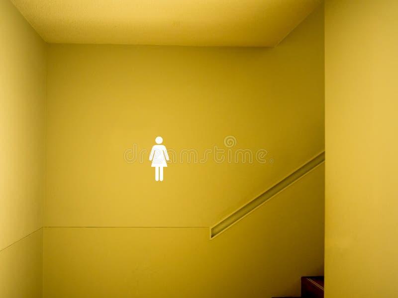 Weibliche Toilette unterzeichnen einbauen stockbild