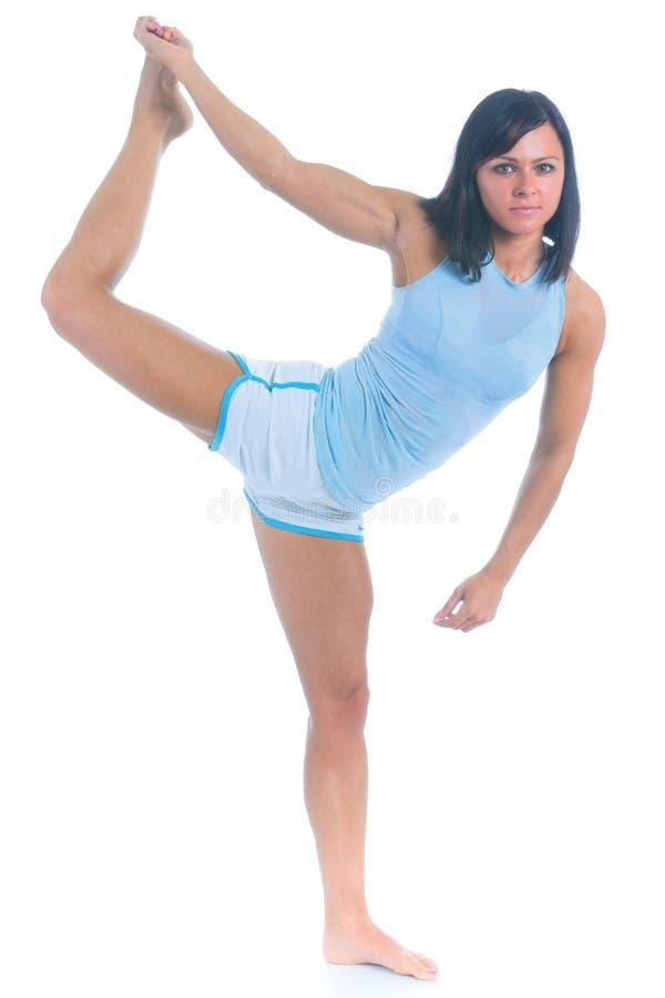 Weiblicher Athlet, der Schwerpunktübung durchführt lizenzfreies stockbild
