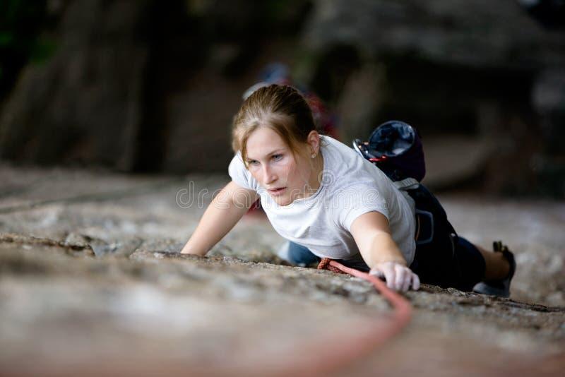 Weiblicher Bergsteiger stockbilder
