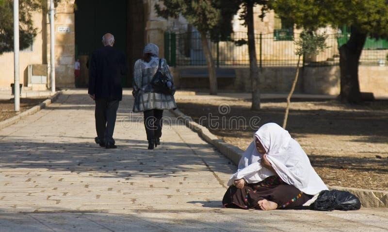Weiblicher Bettler auf der Tempel-Montierung, Jerusalem lizenzfreie stockbilder