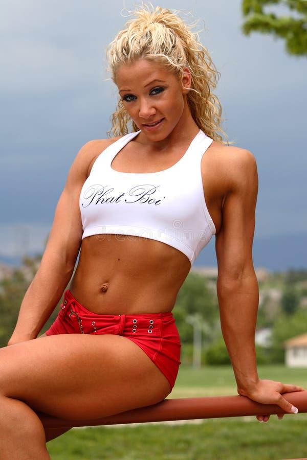 Weiblicher Bodybuilder stockfoto