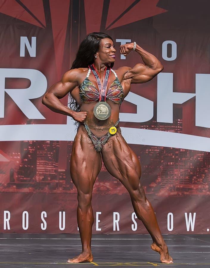 Weiblicher Bodybuilding-Champion in Toronto 2018 Pro-Supershow lizenzfreie stockfotos
