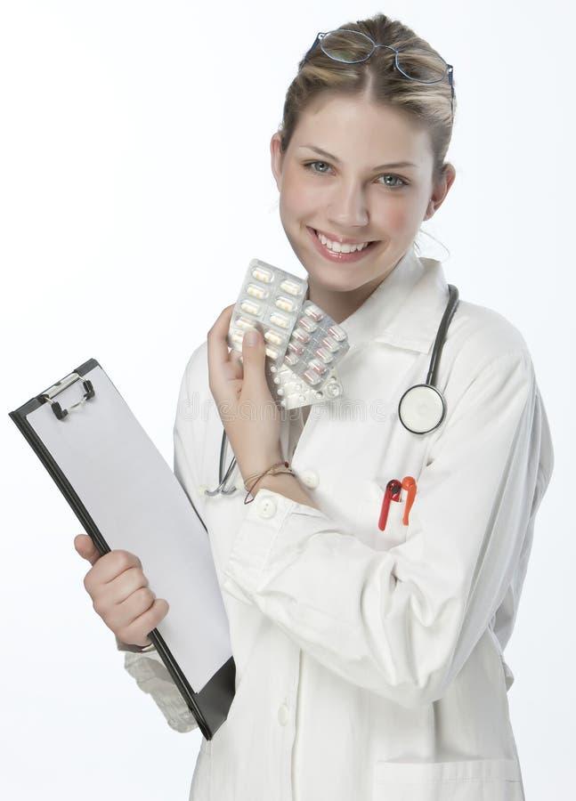 Weiblicher Doktor, der Medizin übergibt lizenzfreies stockbild