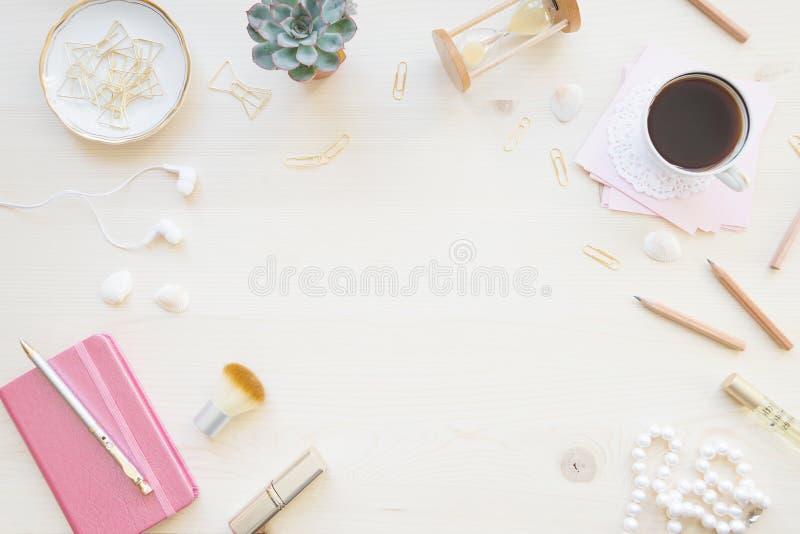 Weiblicher Funktionsraum in den Pastelltönen lizenzfreies stockfoto