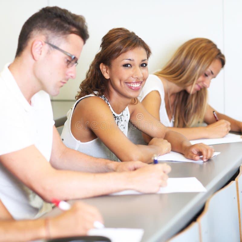 Weiblicher hispanischer Student stockfotos