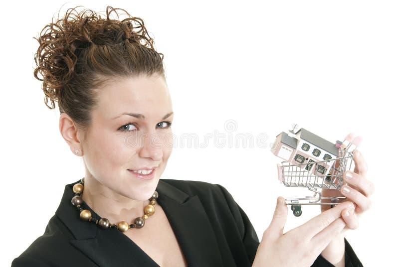 Weiblicher Immobilienmakler lizenzfreie stockfotos