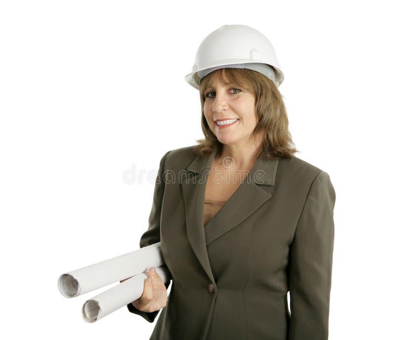 Weiblicher Ingenieur mit Lichtpausen stockfotografie