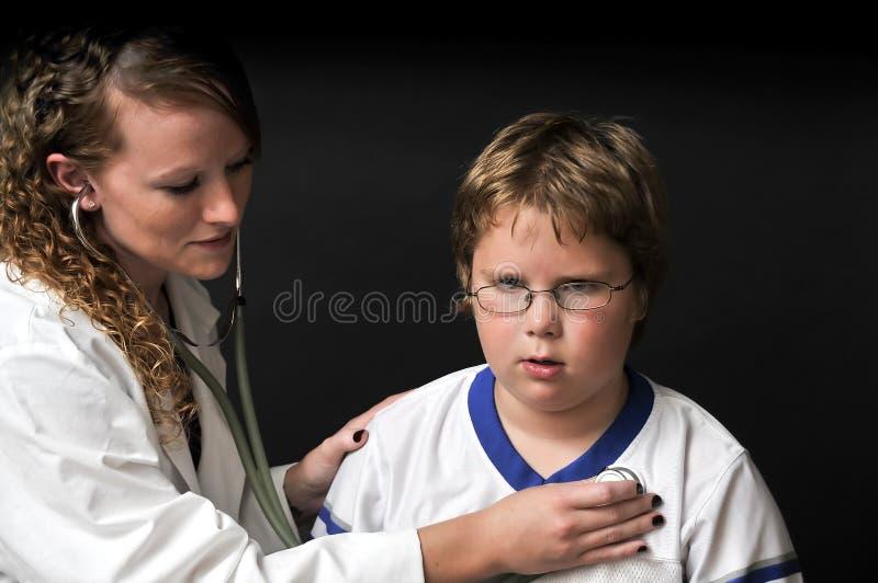 Weiblicher Kinderarzt stockfotografie