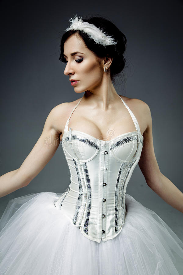 Weiblicher klassischer Balletttänzer stockfoto