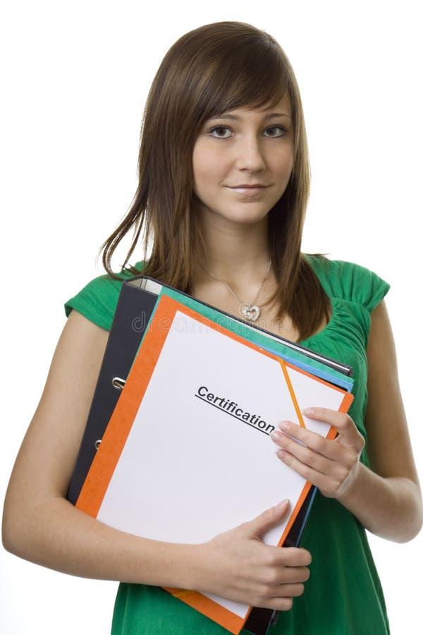 Weiblicher Kursteilnehmer mit Aktenkoffer Bescheinigung stockfoto