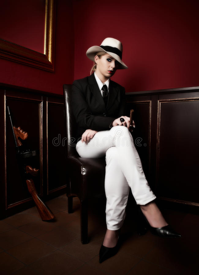 Weiblicher Mafiachef stockfotografie