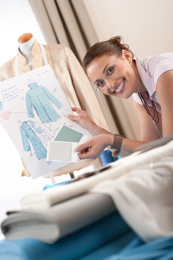 Download Weiblicher Modedesigner, Der Am Studio Arbeitet Stockbild - Bild von blind, baumwolle: 12203547