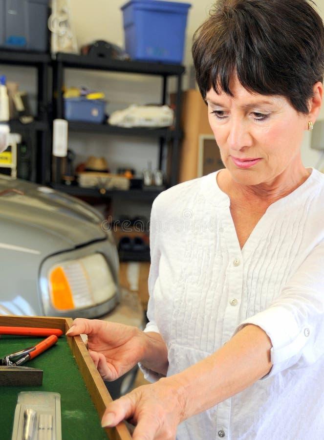 Weiblicher Schönheitsmechaniker lizenzfreies stockbild