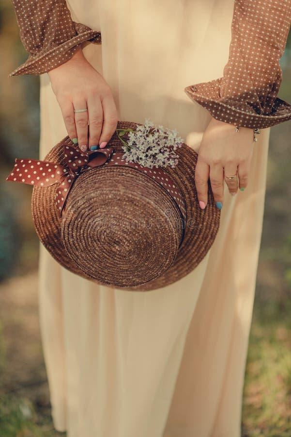 Weiblicher Strohhut stockbilder