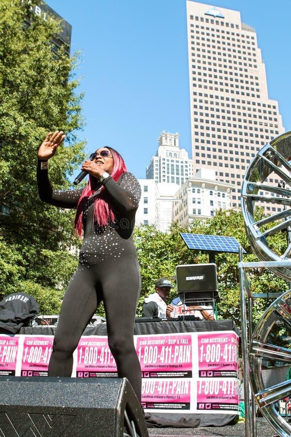 Weiblicher Tag Künstler-Performs At Frees Atlanta Hip Hop lizenzfreie stockfotografie