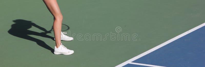 Weiblicher Tennisspielerschatten stockbilder