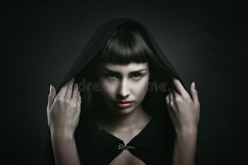 Weiblicher Vampir mit schönen Augen stockfotografie