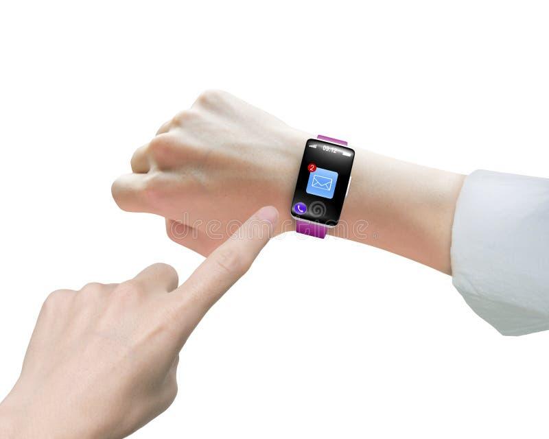 Weiblicher Zeigefinger, der smartwatch E-Mail-Ikonenschwarzes touchsc zeigt lizenzfreies stockbild