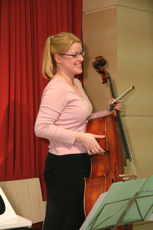 Weibliches Celloplayer 6 lizenzfreie stockfotografie