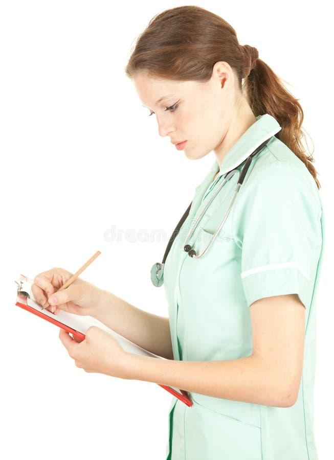 Weibliches Doktorschreiben auf Klemmbrett stockfotos