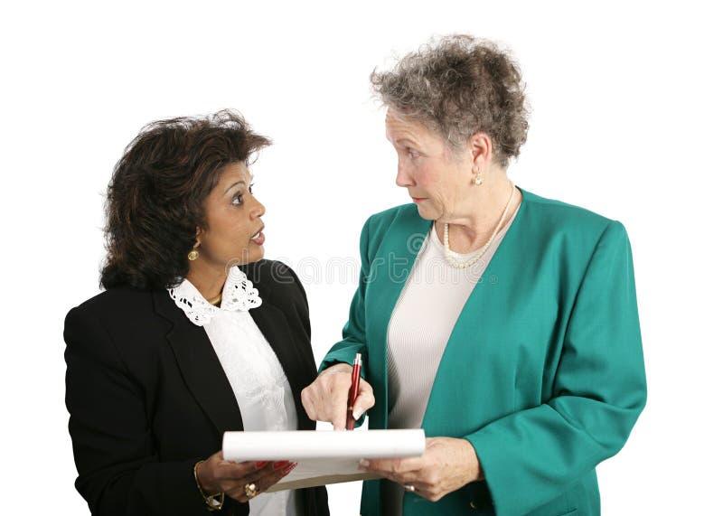 Weibliches Geschäfts-Team - Diskussion stockfoto