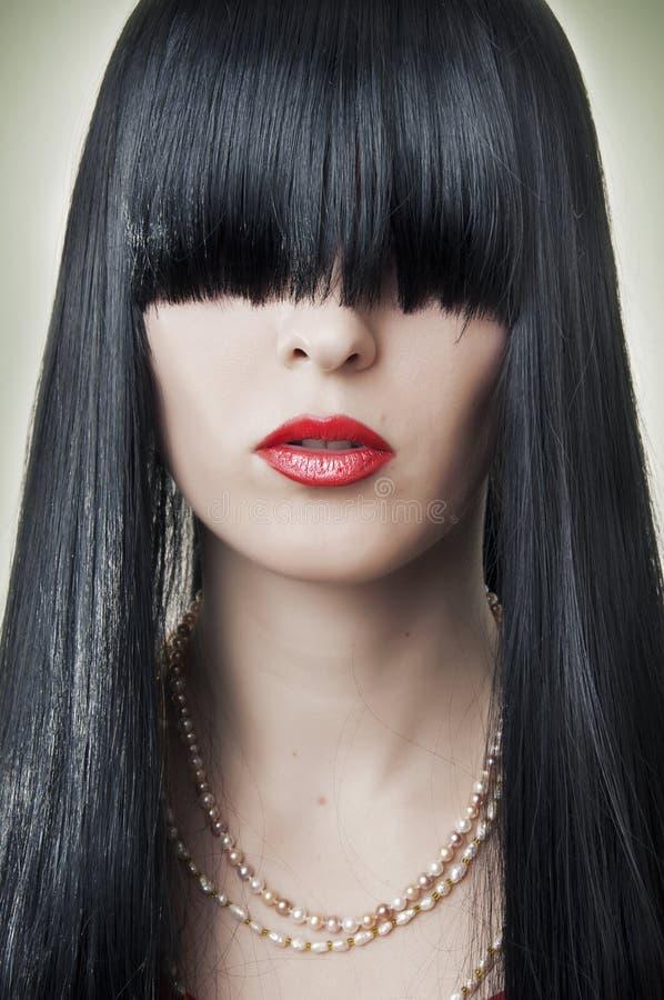 Weibliches Gesicht der Art und Weise mit den roten Lippen stockfotografie