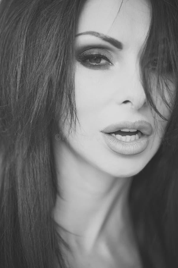 Weibliches Gesicht Fragen, die Mädchen beeinflussen Erotische Frauennahaufnahme lizenzfreie stockfotografie